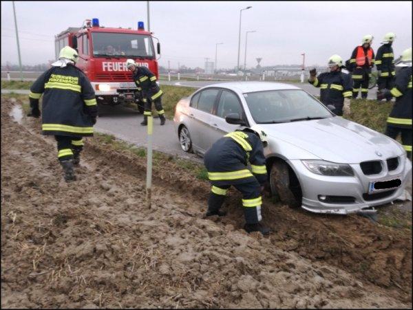 Verkehrsunfall Aufräumarbeiten vom 13.01.2018  |  (C) Feuerwehr Hinzenbach (2018)