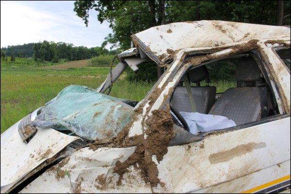 Verkehrsunfall eingeklemmte Person vom 01.06.2014  |  (C) Feuerwehr Hinzenbach (2014)